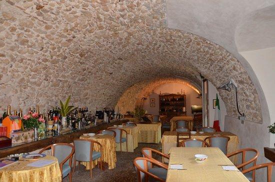 Una delle sale da pranzo - Picture of Locanda La Corte, Acciano - TripAdvisor