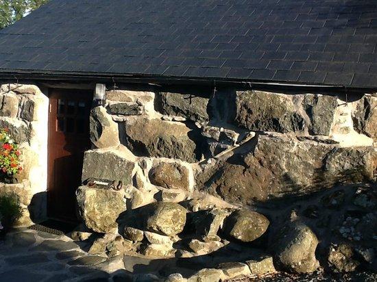 Tyddyn Iolyn Farmhouse: the Stable