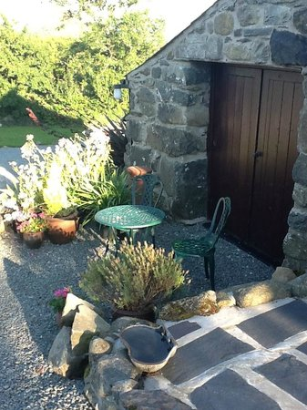 Tyddyn Iolyn Farmhouse: where we enjoyed our coffee and welsh cakes on arrival