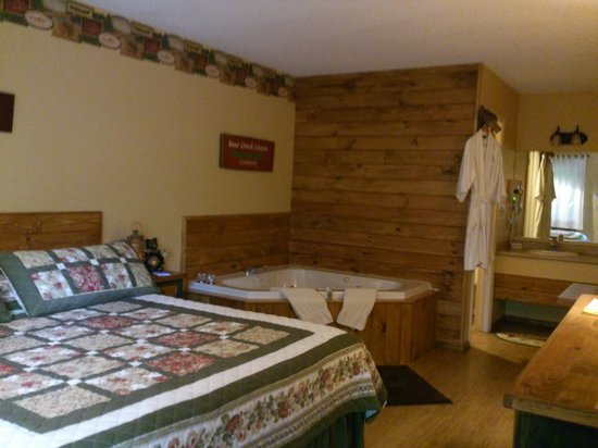 Lookout Lodge: our room