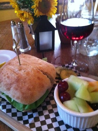 Pumpkin Hill: burger and local wine