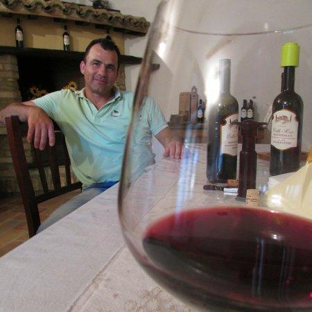 Hotel Degli Affreschi : Simone and his marvellous wine/oil/cheese/meat tasting!