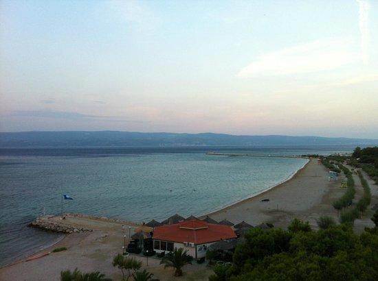 Hotel Plaza Omis: Blick auf Strand (morgens)