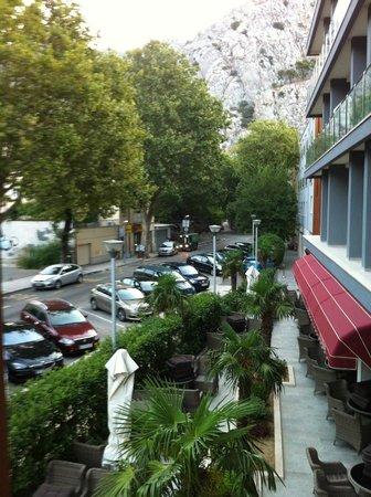 Hotel Plaza Omis: Straßenseite
