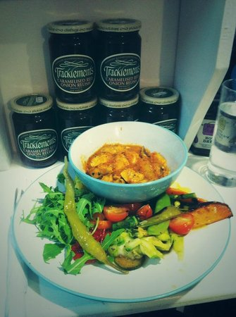 Blue Quails Deli: Daily meal of a day: chicken with mild spices and salad