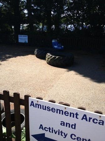Monkey Tree Holiday Park: kids rides should read kid ride only one ride available