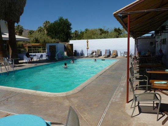 29 Palms Inn: The pool by the restaurant/bar