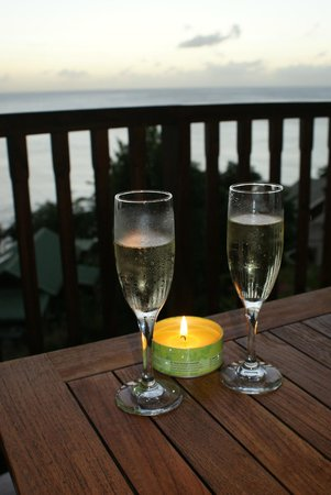 Calabash Cove Resort and Spa: Pre dinner Prosseco