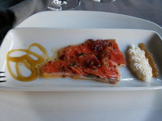 Restaurante Otzarreta: Entrante salmón con jamón crujiente