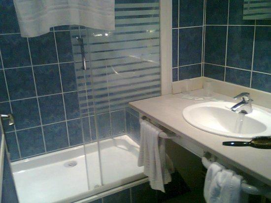 Hotel Anne De Bretagne: Salle de bains