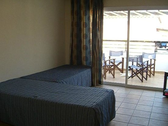 Avanti Holiday Village : Village room - two single beds