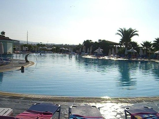 Avanti Holiday Village : Village Pool