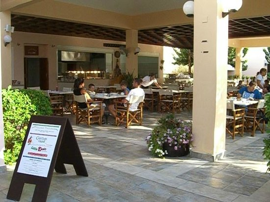 Avanti Holiday Village : Village Dining Area - Great Breakfasts