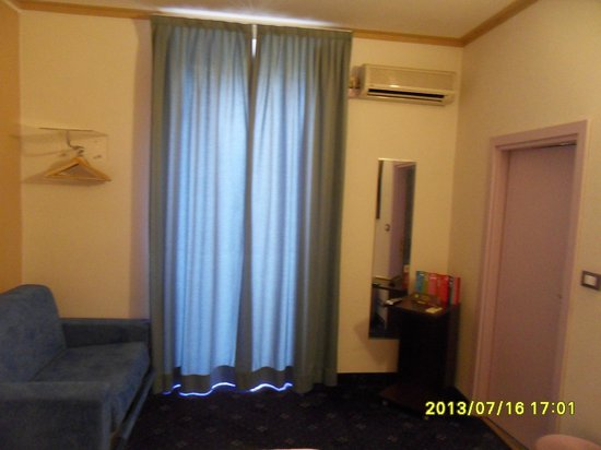 Ibis Styles Torino Porta Nuova : Another View Of The Room
