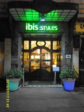 Ibis Styles Torino Porta Nuova : The Entrance