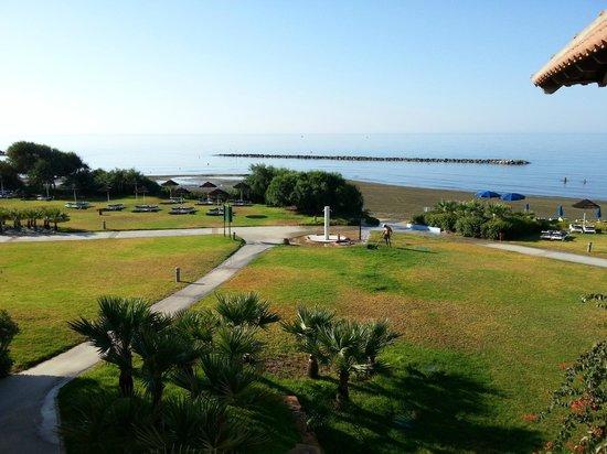 Aldiana Cyprus : Wiese und dahinter Strand