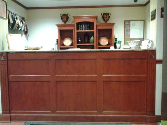 Baymont Inn & Suites Clinton: check in counter