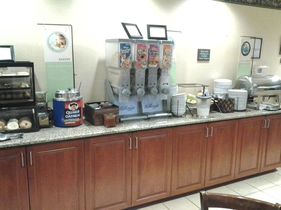 Country Inn & Suites By Carlson, Clinton I-75: breakfast is free