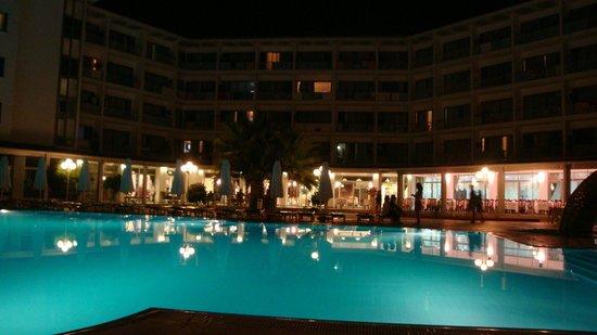 Halic Park Dikili: gece görünümü