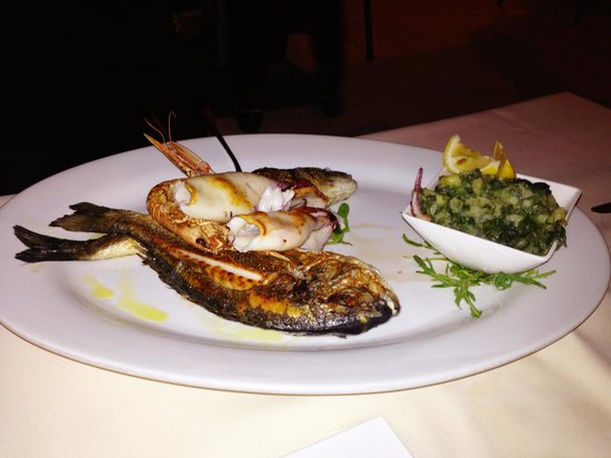 Santa Croce : Grigliata di pesce per 2 persone: scampi, calamari, orata e branzino