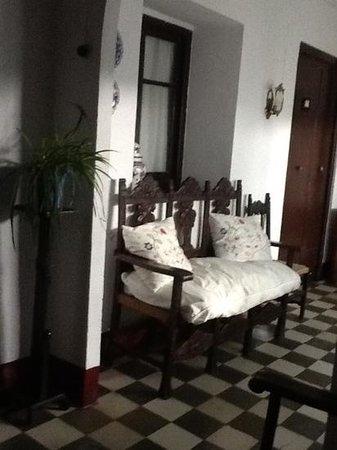 Séneca Hostel: Flur im ersten Stock