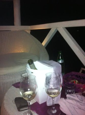Ponte Rosso : cena sui divanetti a bordo lago!