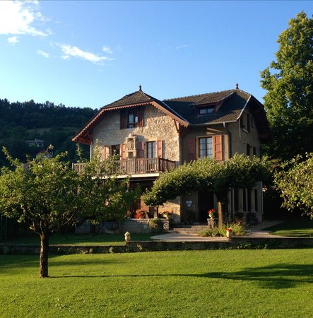 Le Cottage Bise : Our cottage (top floor room)
