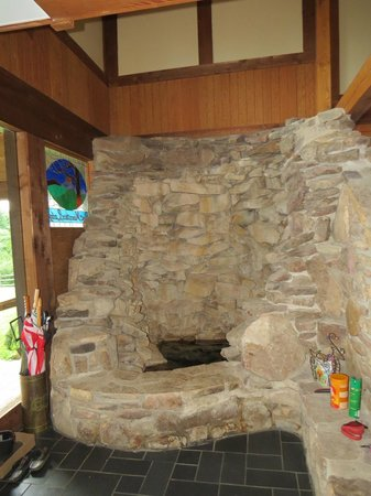 Bent Mountain Lodge Bed and Breakfast: A stone laid indoor gold fish pond