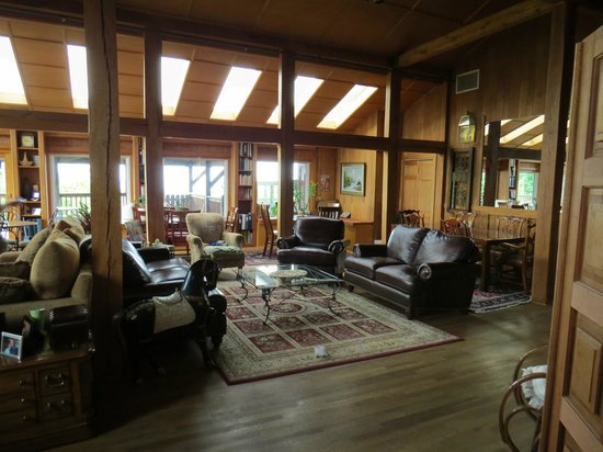 Bent Mountain Lodge Bed and Breakfast: The great room