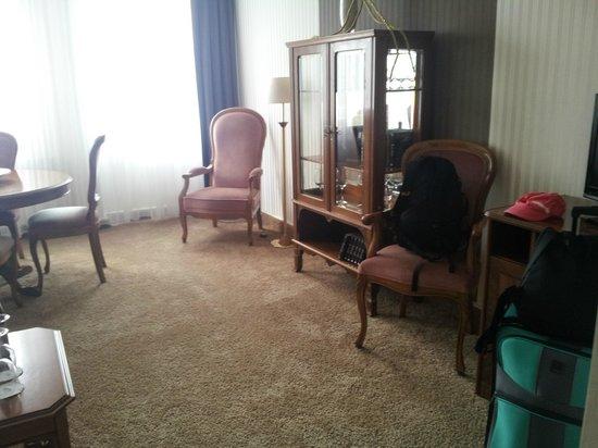 Ringhotel Jensen: Wohnbereich mit gediegenen aber bequemen Möbeln