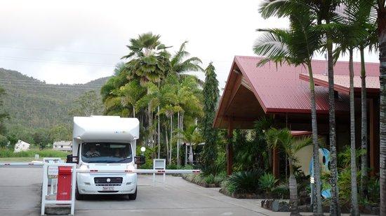 Discovery Parks - Fraser Coast: Einfahrt zum Caravanpark