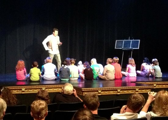 The Magic & Comedy of Taylor Reed : Children on stage