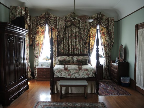 Grand Victorian Bed & Breakfast : Greenwood Room