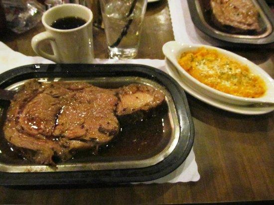 Bob Smiths Sports Clubr and Steak House : Prime rib!