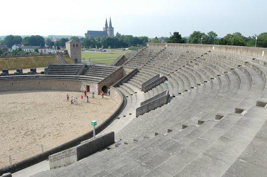 Archaeologiepark Xanten: Amphitheater im Archäologischen Park Xanten