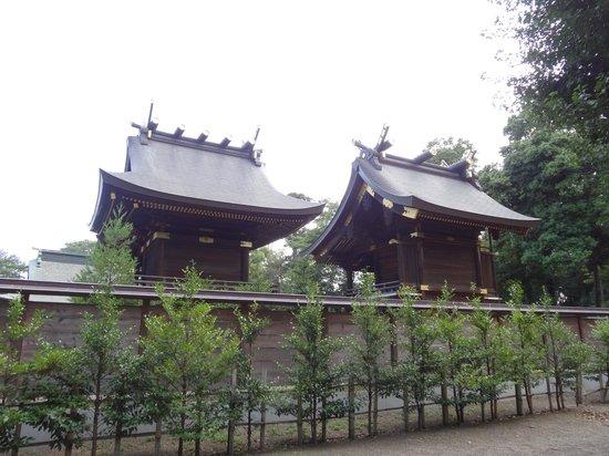 Kuki, Japan: 左・鷲宮神社本殿、右・神崎神社本殿