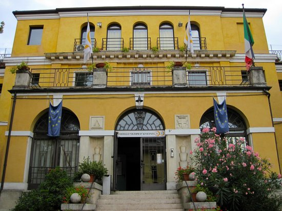 Ostello Olimpico di Vicenza: Front entrance of the hostel