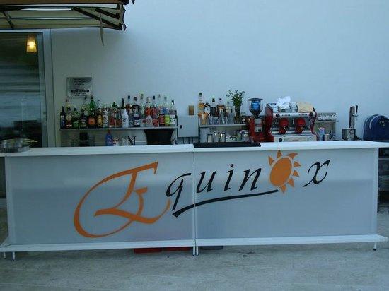 Equinox, Bol: bar