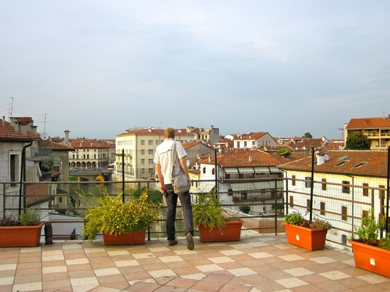 Ostello Olimpico di Vicenza: View from one of the hostel balconies