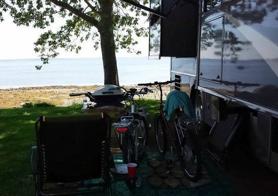 Searsport Shores Oceanfront Campground: When they say on the water, your on the water