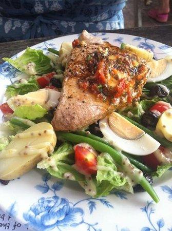 The Castle Inn: Tuna Niçoise Salad