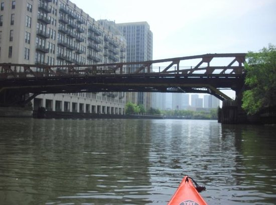 Kayak Chicago : Beginning to Approach Downtown