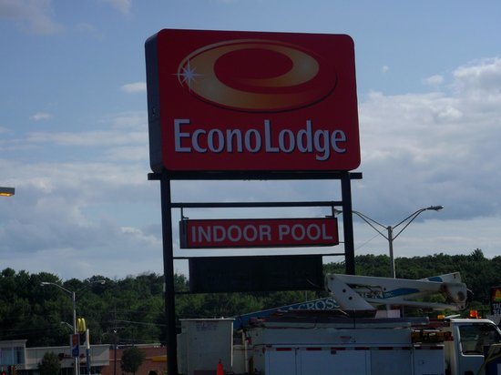 Americas Best Value Inn Wisconsin Dells : The New Sign!