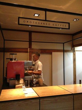 Omotesando Koffee: Barista preparing our coffee