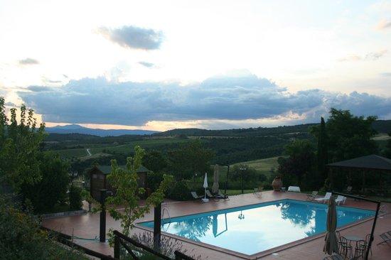 Agriturismo Tenuta di Corbara: Dalla sistemazione principale con piscina