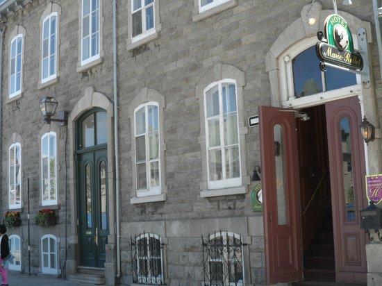 Hotel Marie Rollet: Hotel Entrance