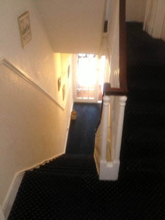 Marine View Hotel Brighton: Stairway from ground to first floor