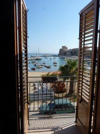 Hotel Cala Marina: Panorama sul castello e sul porto
