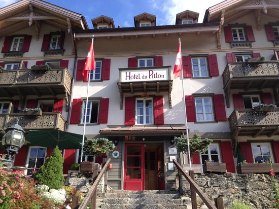 Hotel du Pillon: L'Hôtel du Pillon depuis le parking