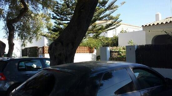 Hostal El Capi: El Capi parking 2
